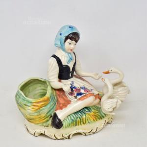 Statua In Ceramica Porta Piante Di Capodimonte Con Donna Raffigurata