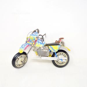 Gioco Moto Ice Tea Fatto Con Le Bottiglie In Latta