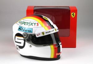 Scuderia Ferrari Mini Helmet Sebastian Vettel 2018 1/2