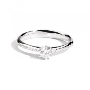 ReCarlo Anello Sofia - Diamante centrale e sul gambo 0,32 ct -