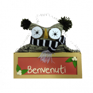 Gufo in lana marrone con cartello benvenuti HAPPY LIFE PACHWORK 29,5X22 cm