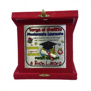 LAUREA targa del merito FINALMENTE LAUREATO rossa personalizzabile 14x14 cm