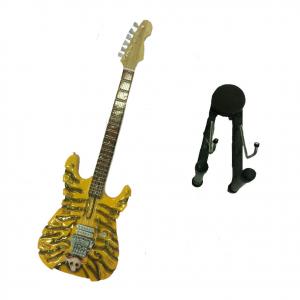 Miniatura chitarra in legno intagliato con teschio dipinto con base per appoggia