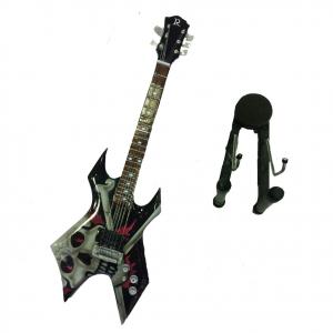 Miniatura chitarra TESCHIO PIRATA in legno dipinto con base per appoggia 25,5 cm