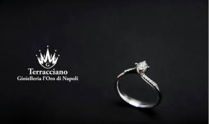 Anello Solitario Modello Valentino in oro 18 kt con diamanti sul gambo