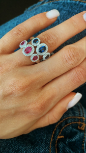 Anello Trilogy Zaffiri Blu o Rubini e diamanti