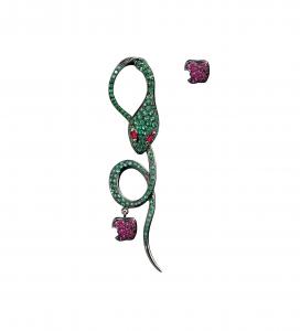 Monorecchino Malafemmina in oro rosa, smeraldi e rubini