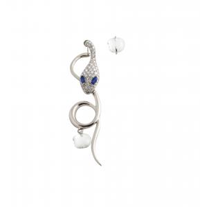 Monorecchino in oro bianco, diamanti, madreperla e zaffiri blu
