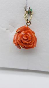 Ciondolo Bocciolo di Rosa in corallo e oro, vendita on line | GIOIELLERIA BRUNI Imperia