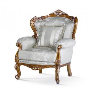 Carved beech wood armchair Villa Del Conte