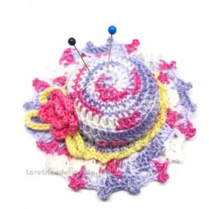 Cappellino puntaspilli lilla e rosa ad uncinetto ø 9,5 cm Handmade - Italy