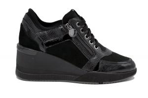 Ella 9 Patent sneaker