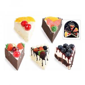 Fetta di torta alla frutta artificiale con calamita
