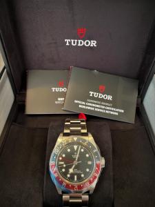 Orologio primo polso Tudor Black Bay GMT