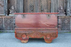 Baule antico in teak dipinto