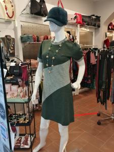Vestito corto con collo tondo | vendita online