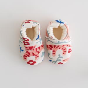 Scarpine neonato fantasia tigre rosa in cotone biologico