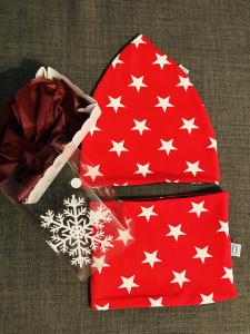 Set stelle rosse cappello + paracollo