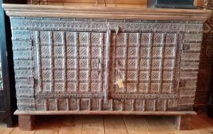 Buffet con ante in ferro e top in legno di teak