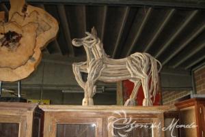 Scultura Cavallo H 80 cm con legni spiaggiati