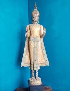 Statua Buddha in legno thailandese intagliata a mano