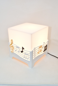 Lampada Design In Pvc Nuova Con Note Musicali 19x19 Cm