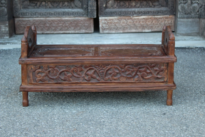 Tavolino basso in legno di teak con scomparto