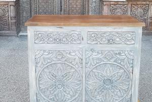 Mobiletto in legno di palissandro indiano grey con 2 cassetti e 2 ante intagliato
