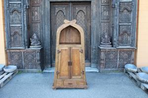 Armadio in legno di teak indonesiano