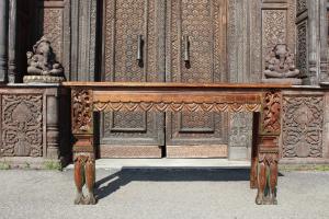 Consolle in legno di teak intagliata