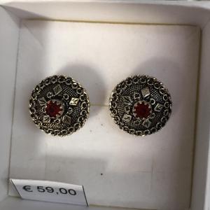 gemelli in filigrana in argento con bottone sardo con pietra rossa
