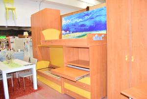 Cameretta In Legno A Castello Due Posti + Libreria Con Inserti Gialli