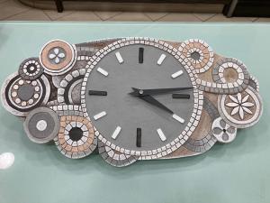 Orologio da parete Cartapietra Eclettica  bassorielievo dipinto a mano 44544NR
