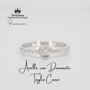 Anello Taglio Cuore con Diamanti