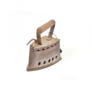 Iron Vintage Iron With Handle Wood 18x17 Cm