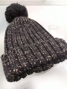 Cappello donna in maglia con pon pon