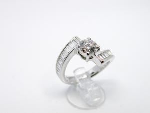 Anello contrariè in Oro bianco 18kt con Diamanti