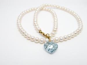 Collana di perle e topazio