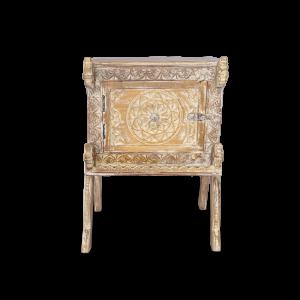 Comodino white wash in legno di teak con scultura cavallini