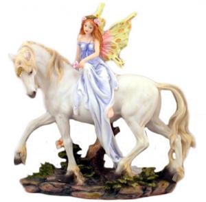 Fata in resina su unicorno