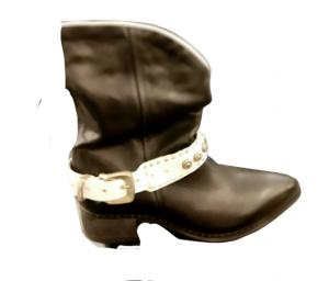 Texano donna   in pelle nera   con dettaglio fibbia bianco   altezza metà polpaccio  tacco 3 cm  fondo gomma   Made in Italy