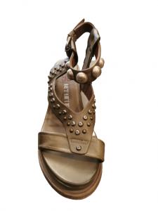 Sandalo donna | in pelle tamponata africa | con fascia anteriore e motivi con borchie | allacciate alla caviglia | made in Italy