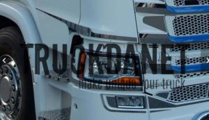 SCANIA Profili laterali cabina e sportello  in acciaio Inox lucido