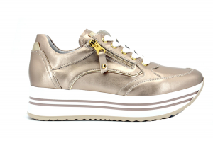 Sneaker pelle laminata