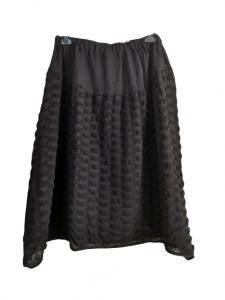Gonna nera | in cotone lavorato | con elastico in vita | baschina piatta sul davanti | lunghezza midi | Made in Italy