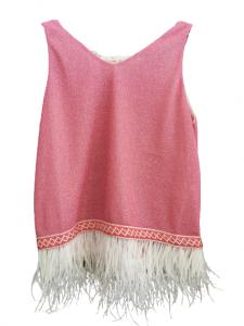 canotta donna  in tessuto lurex Fuxia   con motivo a greca al fondo   con piume bianche al fondo   scollo a V   made in Italy
