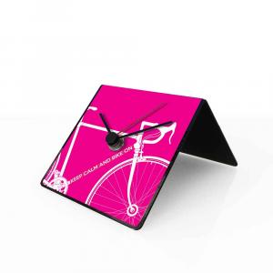 Orologio da tavolo con calendario perpetuo Bike fucsia 10x10x10 cm