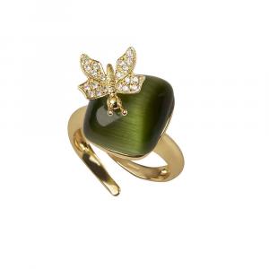 Anello in argento con occhio di gatto verde e farfalla di zirconi