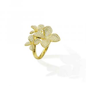 Anello design 3 fiori in argento con pavé di zirconi bianchi