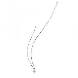 Catena in argento con perline in smalto nero e rosa dei venti di zirconi